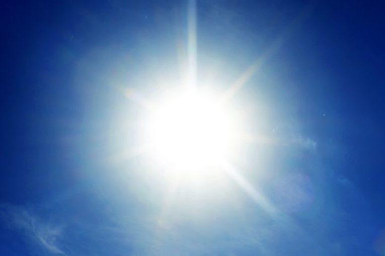 چرا آسمان به رنگ آبی است؟