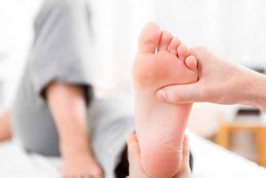 دلایل درد کف پا و راههای درمان آن