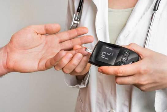 چه زمانی نیاز به آزمایش قند خون است؟