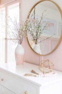 آینه در اتاق
