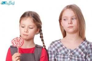 نحوه برخورد با کودک حسود با هدیه دادن