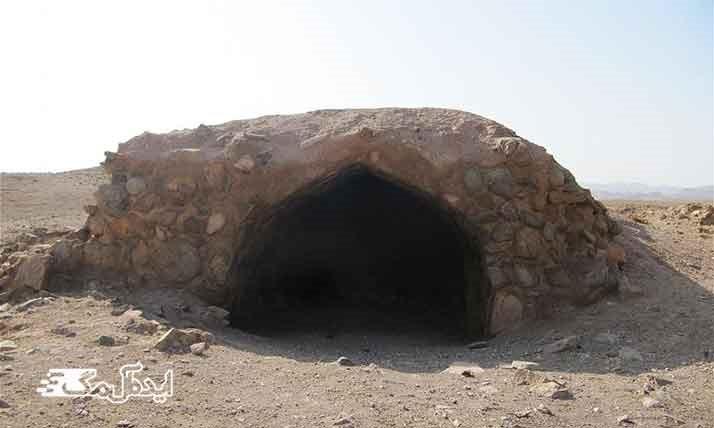 رباط سنگی از جاذبه های گردشگری تایباد