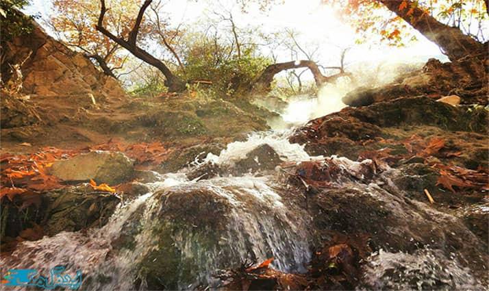 چشمه آبگرم در کوههای الله اکبر