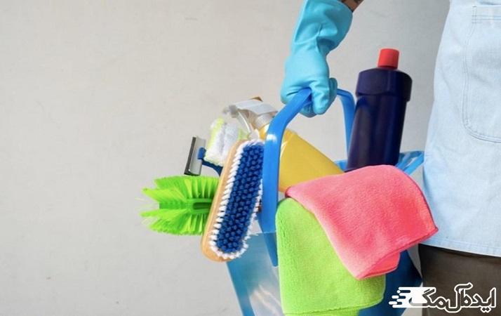 """• هر روز سطوح و وسایل """"لمسی بالا"""" را تمیز و ضد عفونی کنید"""