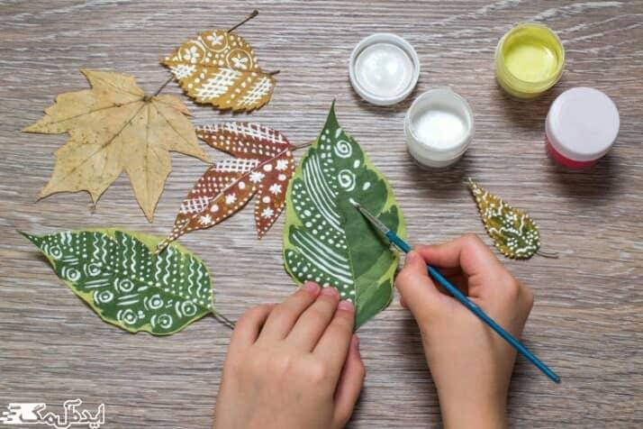با برگ های رنگ اتاق خوا را دیزاین کنید