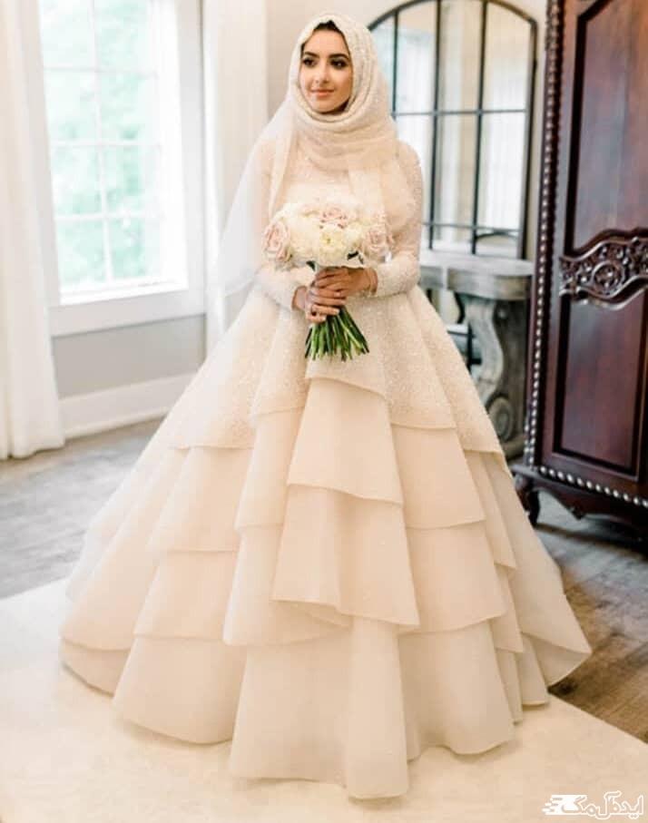 مدل لباس عروس پوشیده با دامن لایه لایه