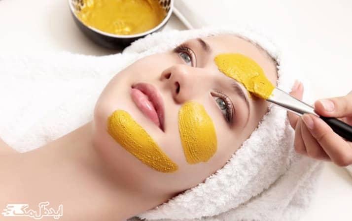 ماسک خانگی زردچوبه برای سفید شدن پوست برنزه