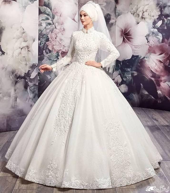 لباس عروس پوشیده با دامن پفی و طرح دار
