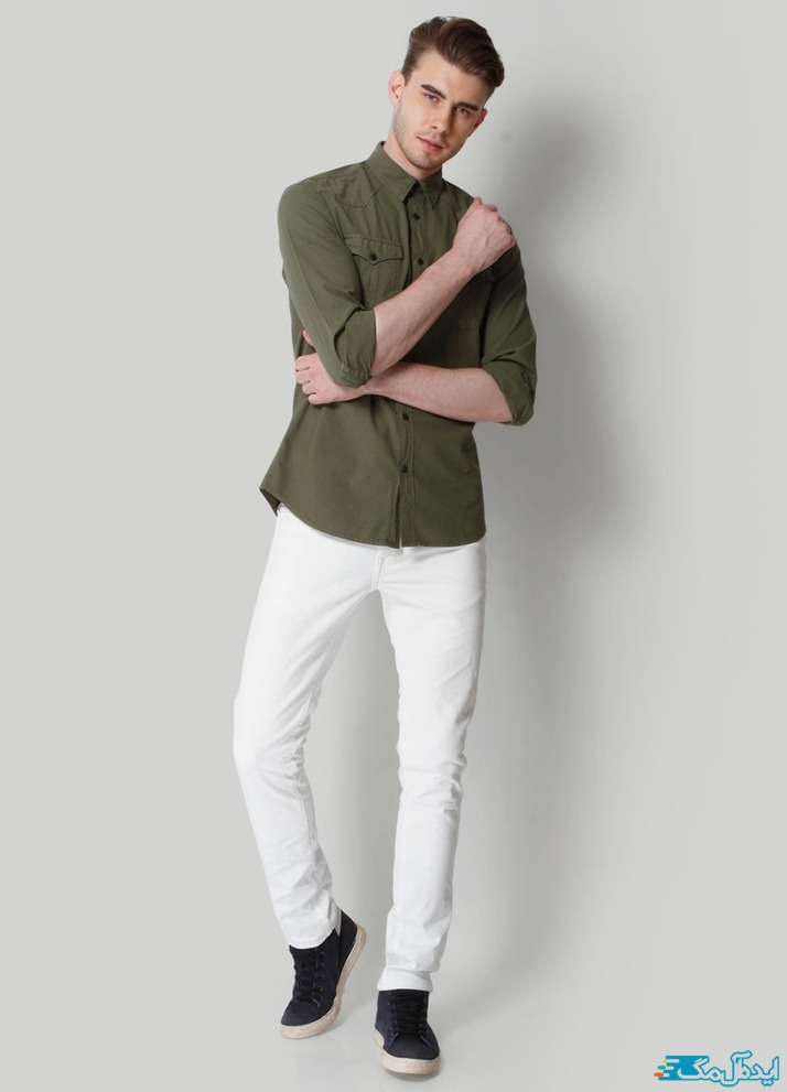 ست کردن پیراهن مردانه با رنگ سبز زیتونی